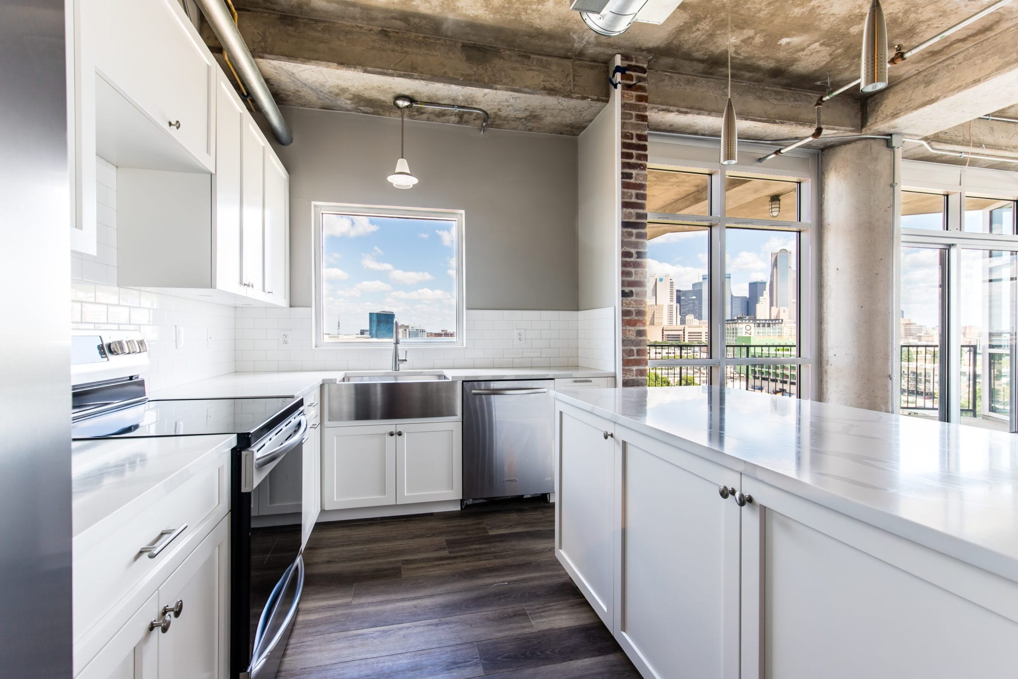 Mid-Rise-Downtoen-Dallas-Condo-Kitchen-After-Remodeling-Dallas-TX-75215